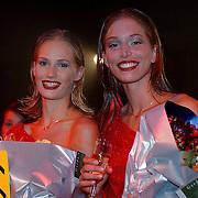 Elite Model Look of the Year 1999, Winnares Annika Dop (links) en 2de prijs Linda Jeuring
