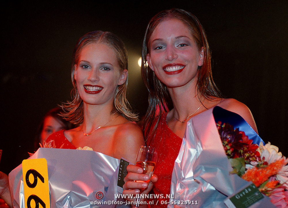 Elite Model Look of the Year 1999, Winnares Annika Dop (links) en 2de prijs Linda Jeuring