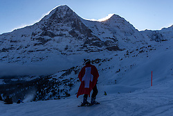 18.01.2020, Lauberhorn, Wengen, SUI, FIS Weltcup Ski Alpin, im Bild Fan vor Eigernordwand und Mönch // Supporter in Front of North Face and Monk during the FIS ski alpine world cup at the Lauberhorn in Wengen, Switzerland on 2020/01/18. EXPA Pictures © 2020, PhotoCredit: EXPA/ Johann Groder