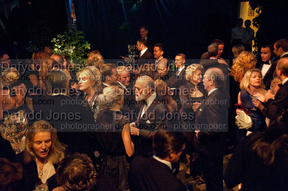 LOUISE FENNELL; PRINCE MICHAEL OF KENT; VISCOUNT LINLEY; VISCOUNTESS LINLEY. The Ormeley dinner in aid of the Ecology Trust and the Aspinall Foundation. Ormeley Lodge. Richmond. London. 29 April 2009