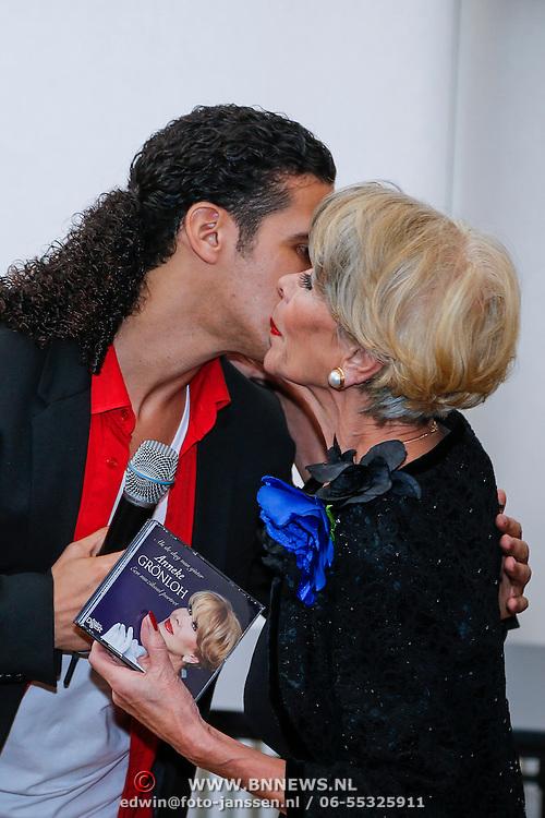 NLD/Loosdrecht/20121126 - CD uitreiking Anneke Gronloh, Ali B. en Anneke Gronloh