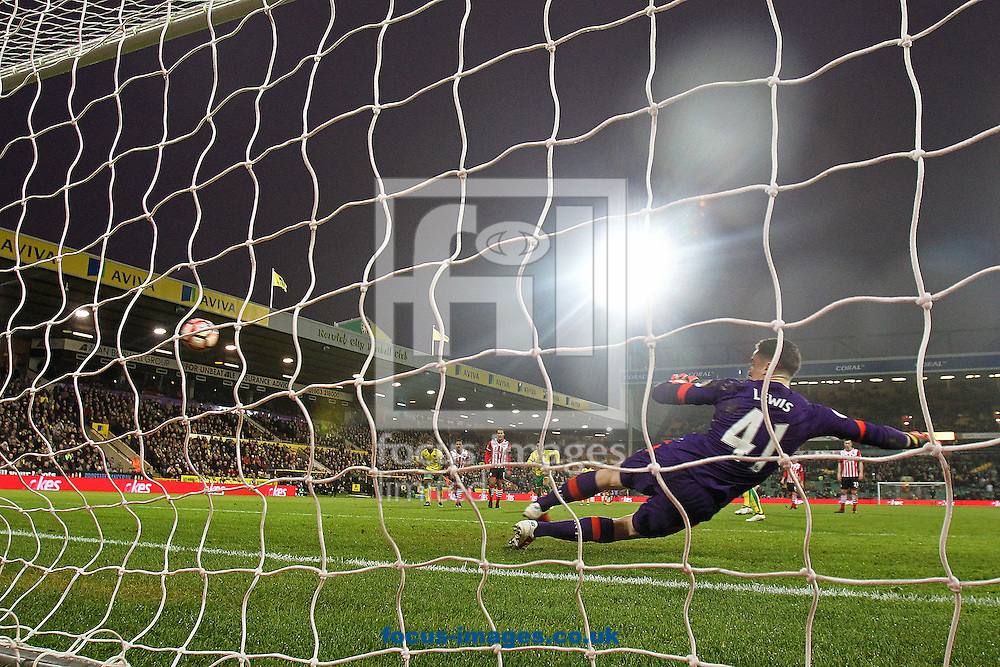 Steven Whittaker of Norwich scores his sides 1st equalising goal from the penalty spot during the third round of the FA Cup at Carrow Road, Norwich<br /> Picture by Paul Chesterton/Focus Images Ltd +44 7904 640267<br /> 07/01/2017