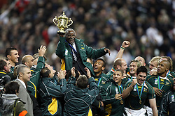 Oct 20, 2007 - Paris, France - Rugby World Cup 2007: The President Thabo Mbeki and the William Webb Ellis trophy. South Africa beat England 15-6 in the final match to win the Cup.  (Credit Image: © A BIBARD/FEP/Panoramic/ZUMA Press)