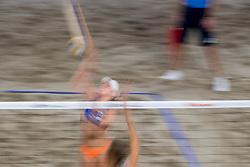 04-01-2018 NED: DELA Beach Open day 2, Den Haag<br /> Joy Stubbe #2 en Marleen van Iersel #1 hebben een zenuwslopende driesetter winnend afgesloten. Het kersverse duo won in hun allereerste wedstrijd met 2-1 (19-21, 21-14, 21-19).