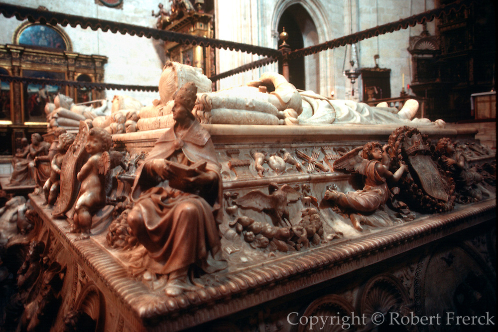 SPAIN, GRANADA CATHEDRAL Capilla Real, Ferdinand, Isabel tomb