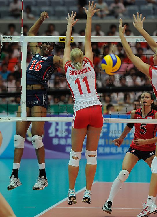 25-08-2010 VOLLEYBAL: WGP FINAL USA - POLAND: BEILUN NINGBO<br /> Foluke Akinradewo and block of Anna Baranska<br /> &copy;2010-WWW.FOTOHOOGENDOORN.NL