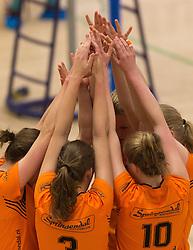 09-04-2016 NED: Coolen Alterno - Springendal Set Up 65, Apeldoorn<br /> Set Up wint met 3-2 en dat blijkt genoeg om zich te plaatsen voor de finale. / Handjes, Yell, Vreugde, Handshaking, item