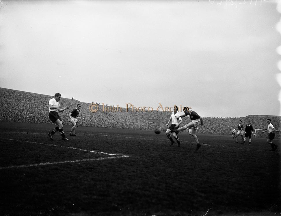 17/03/1959<br /> 03/17/1959<br /> 17 March 1959<br /> Soccer: League of Ireland v English League at Dalymount Park, Dublin.