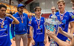 02-10-2016 NED: Supercup Abiant Lycurgus - Coniche Topvolleybal Zwolle, Doetinchem<br /> Lycurgus wint de Supercup door Zwolle met 3-0 te verslaan / Sam Gortzak #1 of Lycurgus, Auke van de Kamp #5 of Lycurgus