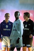 Fotball, 7. april 2003,  Foran serieåpning i Tippeligaen. Vålerenga-spillere på catwalken.  Pa- Modou Kah (midten), Tommy Edvardsen (t.v.) og Morten Berre, Vålerenga