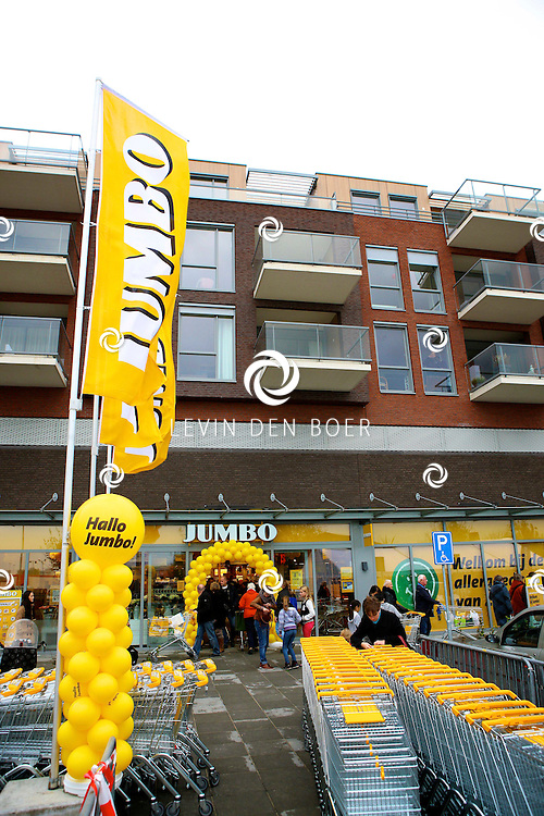 ZALTBOMMEL - Het nieuwe winkelcentrum de Portage is feestelijk geopend door Burgemeester Albert van den Bosch. FOTO LEVIN DEN BOER - PERSFOTO.NU