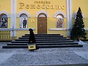 Luxusgeschaeft in der sibirischen Stadt Jakutsk. Jakutsk hat 236.000 Einwohner (2005) und ist Hauptstadt der Teilrepublik Sacha (auch Jakutien genannt) im Foederationskreis Russisch-Fernost und liegt am Fluss Lena. Jakutsk ist im Winter eine der kaeltesten Grossstaedte weltweit mit durchschnittlichen Winter Temperaturen von -40.9 Grad Celsius. Die Stadt ist nicht weit entfernt von Oimjakon, dem Kaeltepol der bewohnten Gebiete der Erde.<br /> <br /> Luxury store in the Siberian city Yakutsk. Yakutsk is a city in the Russian Far East, located about 4 degrees (450 km) below the Arctic Circle. It is the capital of the Sakha (Yakutia) Republic (formerly the Yakut Autonomous Soviet Socialist Republic), Russia and a major port on the Lena River. Yakutsk is one of the coldest cities on earth, with winter temperatures averaging -40.9 degrees Celsius.