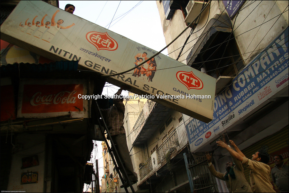 Very close to Delhi's train station is Pahar ganj or main bazaar, a commercial neighborhood where movement never stops.