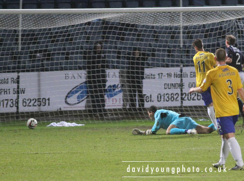 Jordan Morton scores Cowdenbeath's winner - Dundee v Cowdenbeath, SPFL Championship at Dens Park<br /> <br />  - &copy; David Young - www.davidyoungphoto.co.uk - email: davidyoungphoto@gmail.com