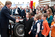 Koning Willem Alexander opent gerenoveerd BOVAGhuis in Bunnik. BOVAG is een brancheorganisatie van ruim 10.000 ondernemers die zich met mobiliteit bezighouden<br /> <br /> King Willem Alexander opens renovated Bovag House in Bunnik. Bovag is a trade association of more than 10,000 entrepreneurs engaged in mobility<br /> <br /> Op de foto / On the photo:  Afscheid / goodbye