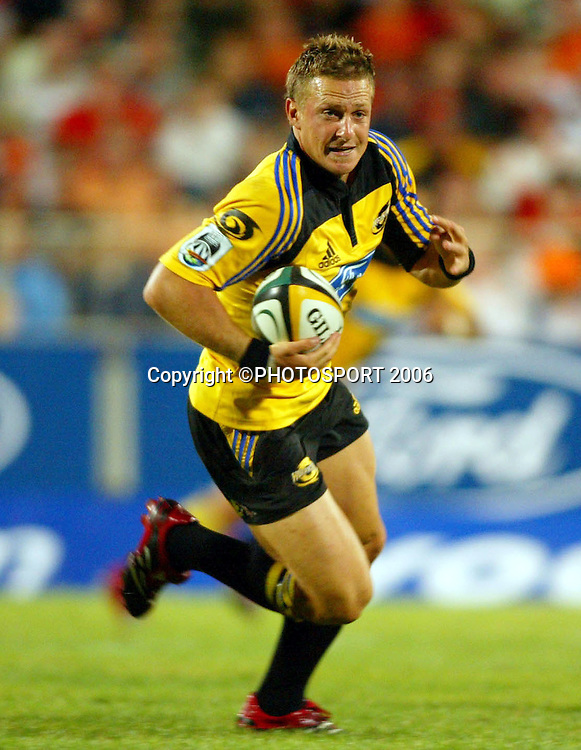 Hurricanes five eighth Jimmy Gopperth in action during the Super 14 rugby Union match between the Cheetahs and Hurricanes at Vodacom Park, Bloemfontein, on Saturday 4 March, 2006. The Cheetahs won the match 27-25. Photo: Africa Visuals/PHOTOSPORT<br />