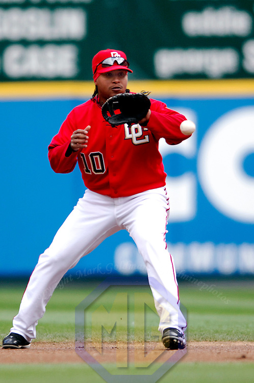 08 April 2007:  Washington Nationals second baseman Ronnie Belliard (10) fields a ball hit in the third inning for an infield single by Arizona Diamondbacks second baseman Orlando Hudson.  The Diamondbacks defeated the Nationals 3-1 to complete a 4 game sweep at RFK Stadium in Washington, D.C.