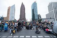 20 SEP 2019, BERLIN/GERMANY:<br /> Demonstranten blockieren waehrend einer Aktion von extinction rebellion die Kreuzung am Potsdamer Platz, nach der Fridays for Future Demonstration fuer Massnahmen zur  Begrenzung des Klimawandels<br /> IMAGE: 20190920-01-146<br /> KEYWORDS: Demo, Demonstrant, Protest, Protester, Demonstration, Klima, climate, change