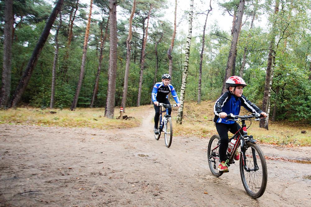 Onderhoudswerkzaamheden aan het mountainbikeparcours bij Zeist.