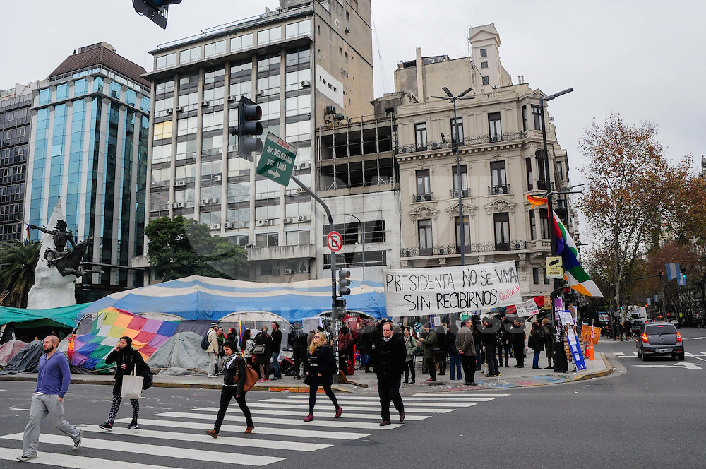 """Originary people continue camping in Avenida de Mayo and 9 de Julio, a central intersection in Buenos Aires. The camp, named """"Qopiwini"""" (short for Qom Pilaga Wichi Nivacle, the four ethnic groups that hold the protest), has been there continuously for over 130 days, with frequent blockades of both avenues, the last of which was suppressed by the police. They demand improvements in health and education for their communities and denounce persecution by Governor Gildo Insfran government."""