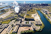 Nederland, Noord-Holland, IJmuiden, 01-08-2016; Velsen-Noord, terrein van Tata Steel met in de voorgrond het Dudok Huis, het hoofdkantoor.<br /> Tata Steel industrial site, steel works.<br /> <br /> luchtfoto (toeslag op standard tarieven);<br /> aerial photo (additional fee required);<br /> copyright foto/photo Siebe Swart