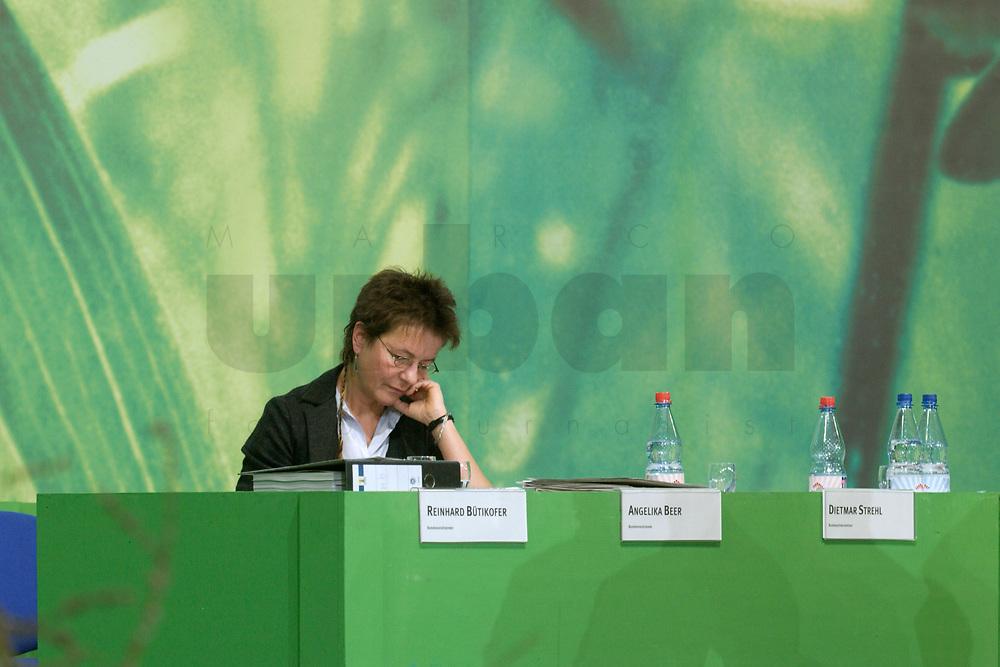 29 NOV 2003, DRESDEN/GERMANY:<br /> Angelika Beer, B90/Gruene Bundesvorsitzende, 22. Ordentliche Bundesdelegiertenkonferenz Buendnis 90 / Die Gruenen, Messe Dresden<br /> IMAGE: 20031129-01-025<br /> KEYWORDS: Bündnis 90 / Die Grünen, BDK, <br /> Parteitag, party congress, Bundesparteitag