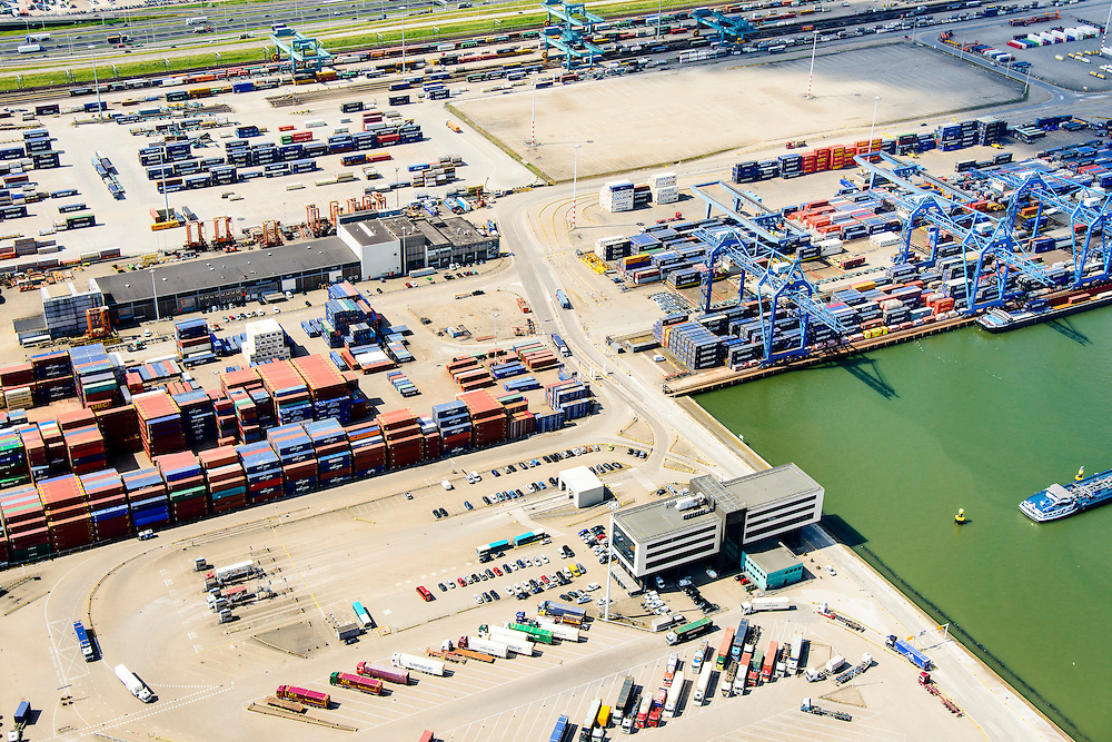 Nederland, Zuid-Holland, Rotterdam, 10-06-2015; Eemhaven met Rotterdam  Shortsea Terminals, Beatrixhaven.<br /> Container stevedore.<br /> luchtfoto (toeslag op standard tarieven);<br /> aerial photo (additional fee required);<br /> copyright foto/photo Siebe Swart
