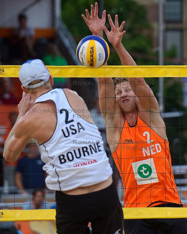 20150702 NED: WK Beachvolleybal day 7<br /> Reinder Nummerdor #1 en Christiaan Varenhorst #2 hebben zich op de WK beachvolleybal geplaatst voor de halve finales dankzij een 23-21, 23-21 zege op John Hyden #1 en Tri Bourne #2.