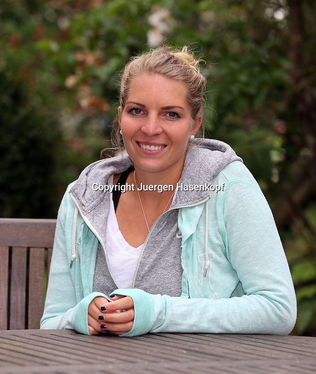 Nuernberger Versicherungscup 2013,WTA Tennis Tournament, Nina Zander (GER), Einzelbild, Halbkoerper,Hochformat, privat,Portrait
