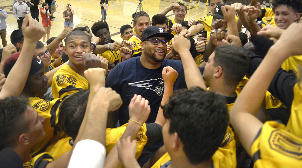 gbs050417h/SPORTS -- Former Cibola football player and current New England Patriots and Super Bowl Champion, Alan Branch, center, chants with the Cibola's current team after a program honoring him at Cibola on Wednesday, May 3, 2017. (Greg Sorber/Albuquerque Journal)