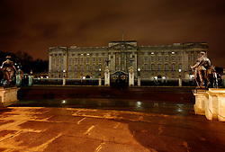 UK ENGLAND LONDON 28MAR09 - Buckingham Palace before and during Earth Hour...jre/Photo by Jiri Rezac/WWF-UK..© Jiri Rezac 2009
