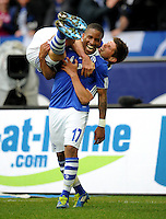 FUSSBALL   1. BUNDESLIGA   SAISON 2011/2012   29. SPIELTAG FC Schalke 04 - Hannover 96                                08.04.2012 Torjubel nach dem 3:0: Jefferson Farfan schultert Klaas Jan Huntelaar (beide FC Schalke 04)