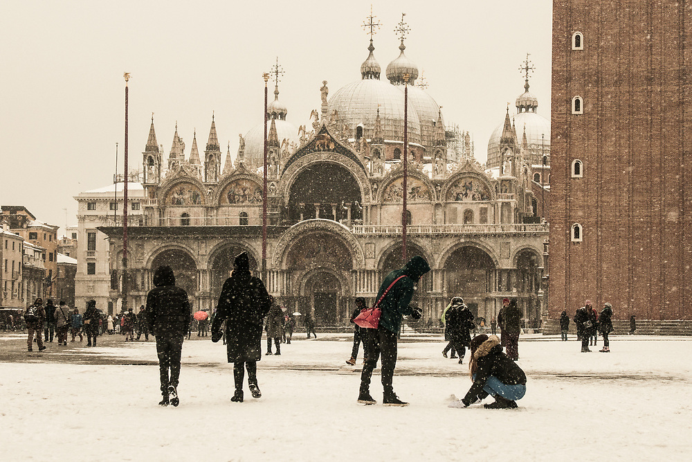 VENICE, ITALY - 28th FEBRUARY/01st MARCH 2018<br /> Tourists play with the snow during a snowfall in Saint Mark square in Venice, Italy. A blast of freezing weather called the &ldquo;Beast from the East&rdquo; has gripped most of Europe in the middle of winter of 2018, and in Venice A snowfall has covered the city with white, making it fascinating and poetic for citizen and tourists.   &copy; Simone Padovani / Awakening