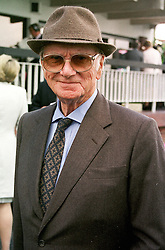 SIR PETER O'SULLEVAN at a race meeting in Sussex on 4th August 2000.OGO 41