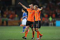 FOOTBALL - FIFA WORLD CUP 2010 - 1/4 FINAL - NETHERLANDS v BRAZIL - 2/07/2010 - PHOTO FRANCK FAUGERE / DPPI - JOY ANDRE OOIJER AND JOHN HEITINGA (NET) AT THE END OF MATCH