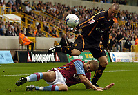 Fotball<br /> England 2005/2006<br /> Foto: SBI/Digitalsport<br /> NORWAY ONLY<br /> <br /> Wolverhampton Wanderers v Aston Villa<br /> Pre Season Friendly.<br /> 30/07/2005.<br /> <br /> Wolves' Kenny Miller (R) tries to get past a tackle from Villa's Olof Mellberg