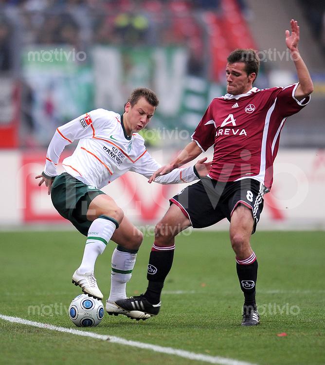 Fussball 1. Bundesliga :  Saison   2009/2010   11. Spieltag  31.10.2009 1 FC Nuernberg - Werder Bremen Christian Eigler (re, 1 FC Nuernberg) gegen Philipp Bargfrede (li, Werder)