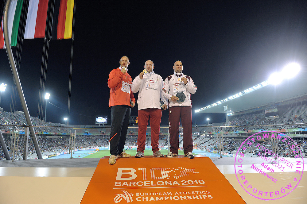 PIOTR MALACHOWSKI (POLAND) POSES WITH GOLD MEDAL IN THE MEN'S DISCUS FINAL DURING THE 2010 EUROPEAN ATHLETICS CHAMPIONSHIPS AT OLYMPIC STADIUM IN BARCELONA, SPAIN...SPAIN , BARCELONA , AUGUST 1, 2010..( PHOTO BY ADAM NURKIEWICZ / MEDIASPORT )..PICTURE ALSO AVAIBLE IN RAW OR TIFF FORMAT ON SPECIAL REQUEST.