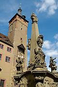 Würzburg..Altes Rathaus, Vierröhrenbrunnen