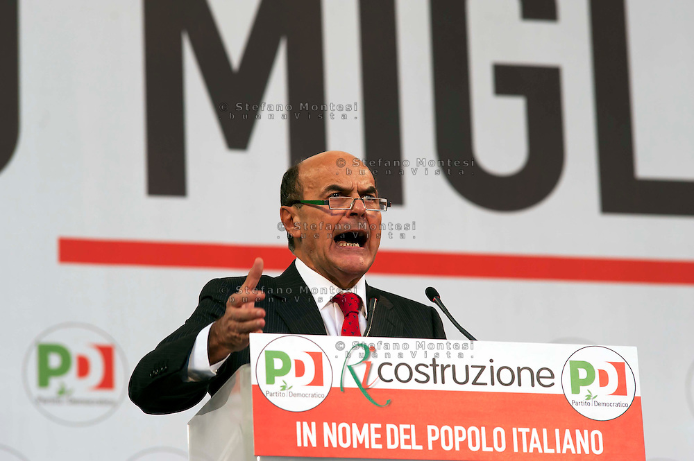 Roma  5  Novembre 2011.Manifestazione Nazionale del Partito Democratico  contro il Governo Berlusconi. Pier Luigi Bersani Segretario del Partito Democratico.Demonstration  by the Italian main opposition Democratic Party (PD) against Italian prime minister Silvio Berlusconi's government.