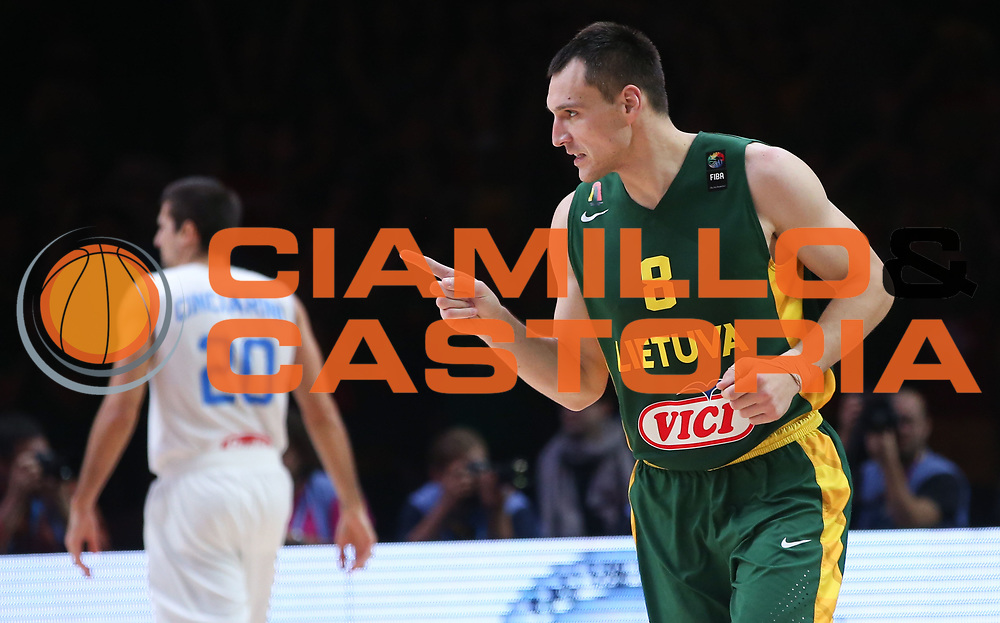 DESCRIZIONE : Lille Eurobasket 2015 Quarti di Finale Quarter Finals Lituania Italia Lithuania Italy<br /> GIOCATORE : Jonas Maciulis<br /> CATEGORIA : esultanza<br /> SQUADRA : Lithuania Lituania<br /> EVENTO : Eurobasket 2015 <br /> GARA : Lituania Italia Lithuania Italy<br /> DATA : 16/09/2015 <br /> SPORT : Pallacanestro <br /> AUTORE : Agenzia Ciamillo-Castoria/M.Metlas<br /> Galleria : Eurobasket 2015 <br /> Fotonotizia : Lille Eurobasket 2015 Quarti di Finale Quarter Finals Lituania Italia Lithuania Italy