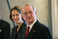 07 JAN 2004, BERLIN/GERMANY:<br /> Johannes Rau (R), Bundespraesident, und seine Frau Christina Rau (L), waehrend dem Neujahrsempfang des Bundespraaesidenten, Schloss Bellevue<br /> IMAGE: 20040107-01-003<br /> KEYWORDS: Empfang, Neujahr, Bundespr&auml;sident, Gattin, Praesidentengattin, Pr&auml;sidentengattin, Defilee