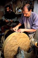 Maroc - Fès - Fès El Bali - Affûteur dans la Medina