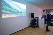 Vincent Luijendijk van de KNWU geeft een lezing over fietsen. In Delft presenteert het Human Power Team het ontwerp van hun nieuwe fiets, de VeloX 8. In september wil het Human Power Team Delft en Amsterdam, dat bestaat uit studenten van de TU Delft en de VU Amsterdam, tijdens de World Human Powered Speed Challenge in Nevada een poging doen het wereldrecord snelfietsen voor vrouwen te verbreken met de VeloX 8, een gestroomlijnde ligfiets. Het record is met 121,81 km/h sinds 2010 in handen van de Francaise Barbara Buatois. De Canadees Todd Reichert is de snelste man met 144,17 km/h sinds 2016.<br /> <br /> In Delft the Human Power Team presents the VeloX 8. With the VeloX 8, a special recumbent bike, the Human Power Team Delft and Amsterdam, consisting of students of the TU Delft and the VU Amsterdam, also wants to set a new woman's world record cycling in September at the World Human Powered Speed Challenge in Nevada. The current speed record is 121,81 km/h, set in 2010 by Barbara Buatois. The fastest man is Todd Reichert with 144,17 km/h.