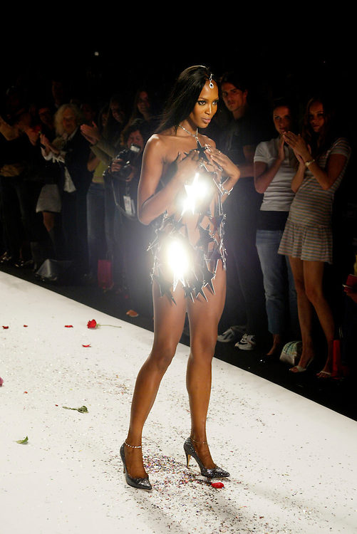 "Naomi Campbell was the ""start"" of the Heatherette show, Sep 9, 2004. the opening day of fashion week spring 2005 in New York.. Photo AP Wide World Photos /JOE KOHEN"