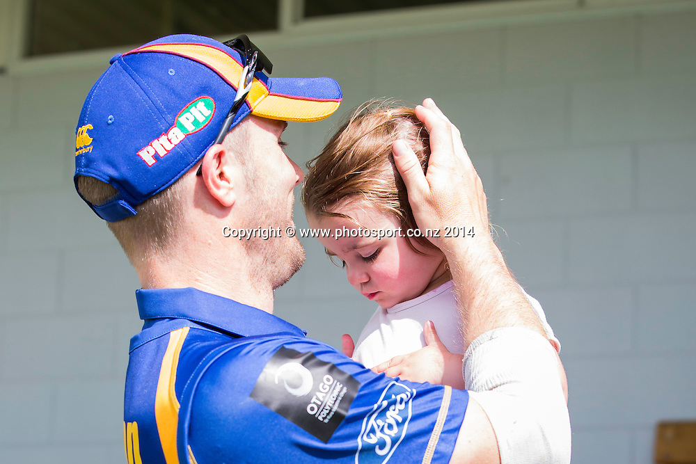 Iain Robertson with his little girl - Volts v Knights, Saturday, 27 December 2014, Molyneux Park, Alexandra - List-A Match - Ford Trophy CREDIT: Libby Law / www.photosport.co.nz
