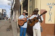 Cuba. miusicians. La Habana CITY center.  centro Habana. capitole area  La Habana - Cuba   /  musiciens dans les rues, La Havane centre; Habana centro  La Havane - Cuba   V217