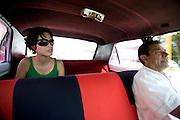 Merida_VEN, Venezuela...Taxista e passageira em taxi na cidade de Merida, Venezuela...Taxi driver and passenger in the city of Merida, Venezuela...Foto: JOAO MARCOS ROSA / NITRO