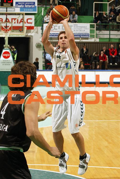 DESCRIZIONE : Siena Eurolega 2005-06 Montepaschi Siena Unicaja Malaga <br /> GIOCATORE : Sanchez<br /> SQUADRA : Unicaja Malaga <br /> EVENTO : Eurolega 2005-2006<br /> GARA : Montepaschi Siena Unicaja Malaga <br /> DATA : 19/01/2006<br /> CATEGORIA : Tiro<br /> SPORT : Pallacanestro<br /> AUTORE : Agenzia Ciamillo-Castoria/E.Pozzo<br /> Galleria : Eurolega 2005-2006<br /> Fotonotizia : Siena Eurolega 2005-2006 Montepaschi Siena Unicaja Malaga <br /> Predefinita :