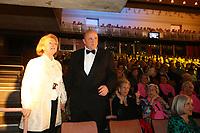 Mannheim. 11.02.18  <br /> Nationaltheater. Gro&szlig;e b&uuml;rgerschaftliche Auszeichnung &quot;Das Bloomaul&quot; an Rolf G&ouml;tz.<br /> Das Auswahlkomitee, darunter Bert Siegelmann, Achim Weizel und Marcus Haas, entschied sich f&uuml;r Rolf G&ouml;tz. Helen Heberer h&auml;lt die Laudatio.<br /> Bild-ID 069   Markus Pro&szlig;witz 11FEB18 / masterpress